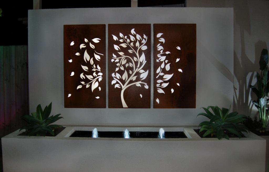 How to decorate using tropical outdoor metal wall art for Outside wall art