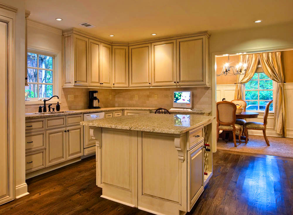Refinish kitchen cabinets for a fresh kitchen look eva for Refinishing old kitchen cabinets
