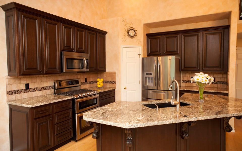An easy makeover with kitchen cabinet refacing eva furniture for Kitchen cabinet refacing