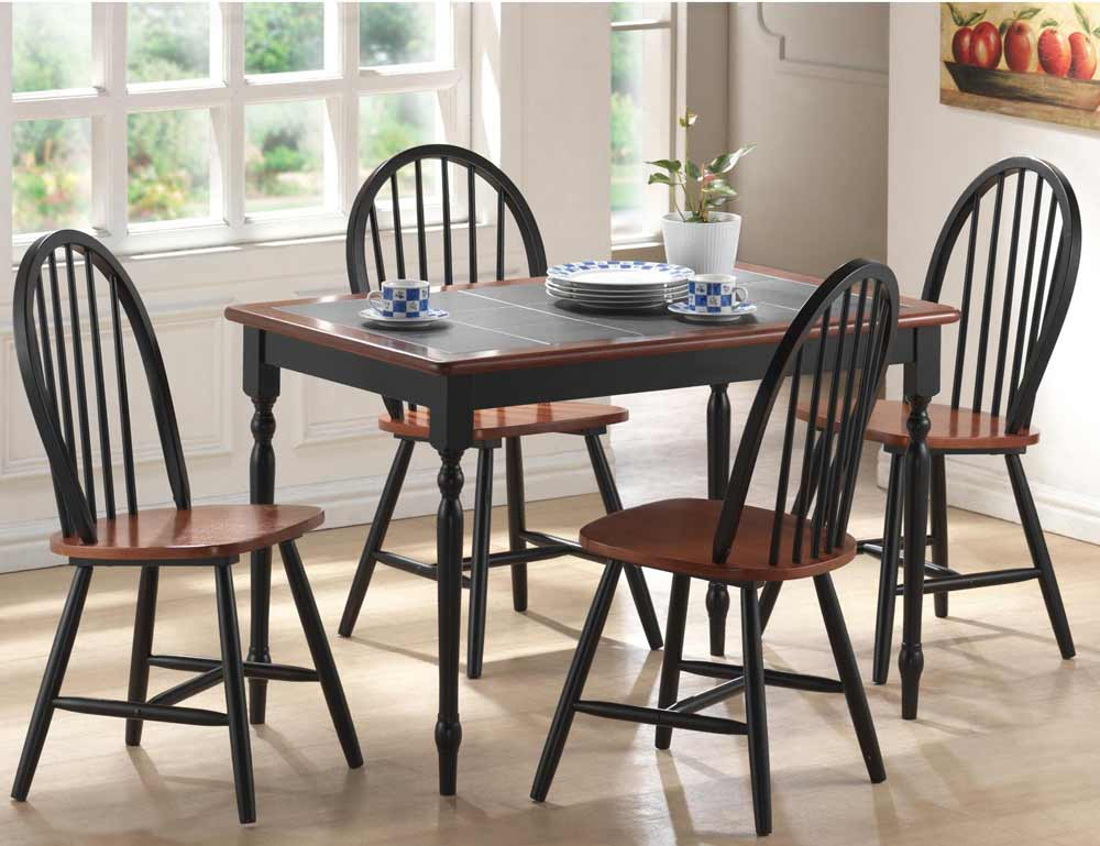 Breakfast table and chairs make your kitchen complete for Dining room table with couch