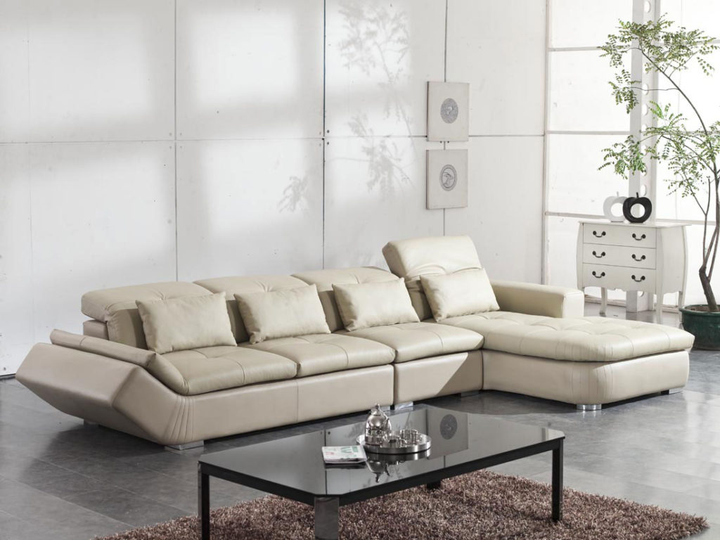 Choosing the right living room furniture for small rooms for Modern living sofa