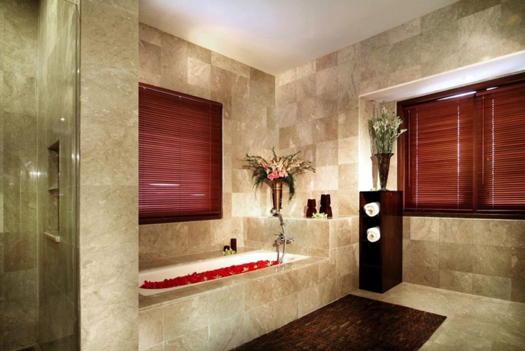 Bathroom wall decorating ideas for small bathrooms eva for Decorated bathrooms photos
