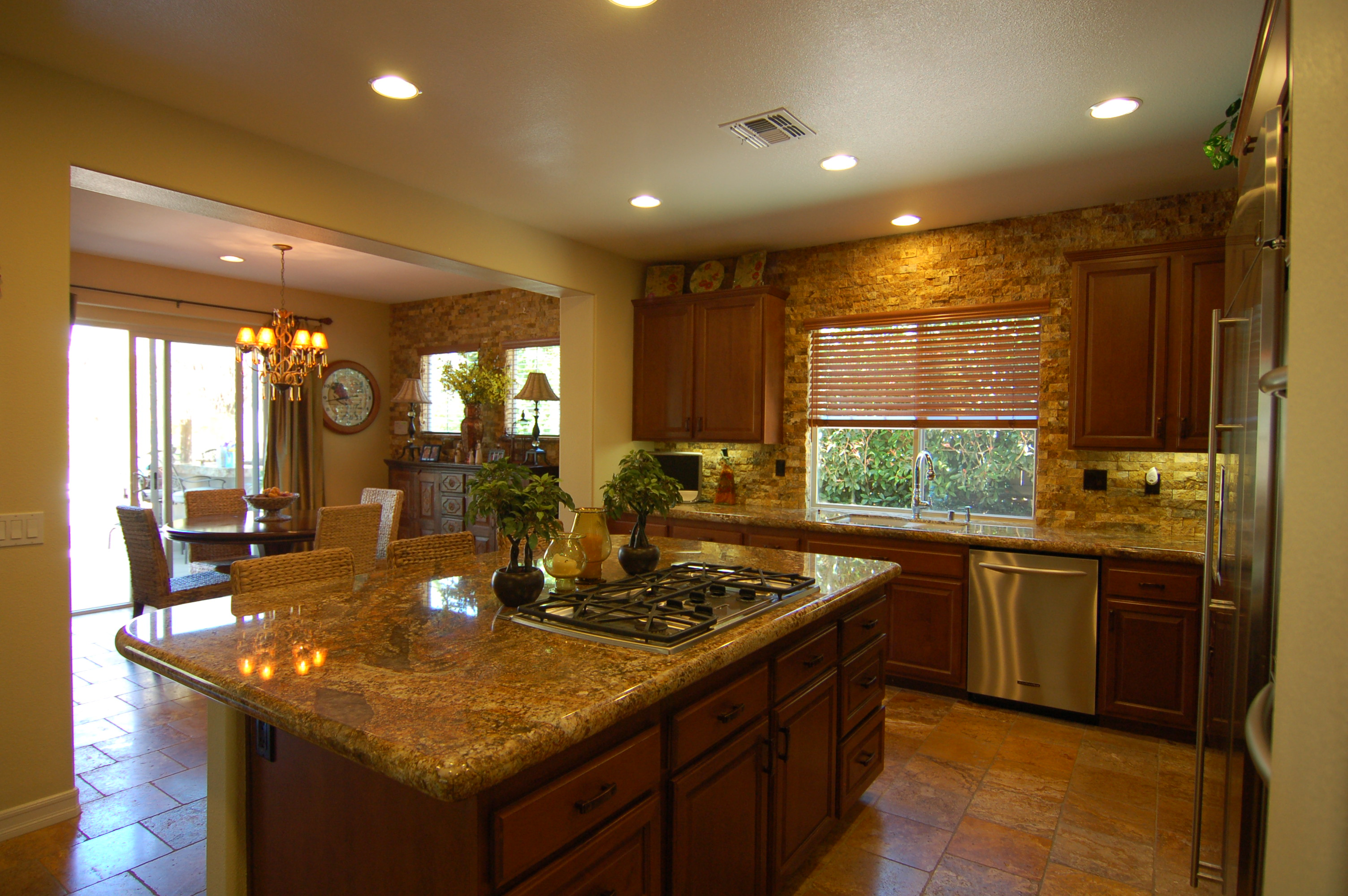 Granite kitchen countertops picture - Granite kitchen design ...