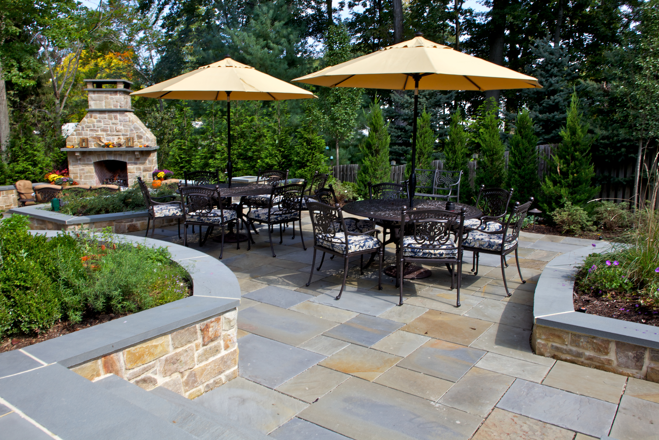 Terrific paver outdoor patio ideas with patio furniture for Garden patio designs