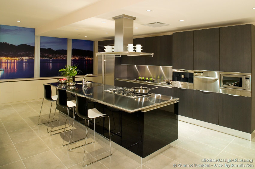 Because The Metal Is Also Neutral In Color, It Can Be Used In Any Type Of  Kitchen. Even The Most Traditional Kitchen Decor Can Accept A Stainless  Steel ...