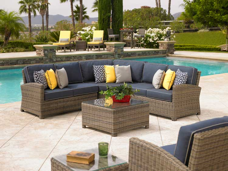 Patio furniture for small spaces for Outdoor furniture color trends 2017
