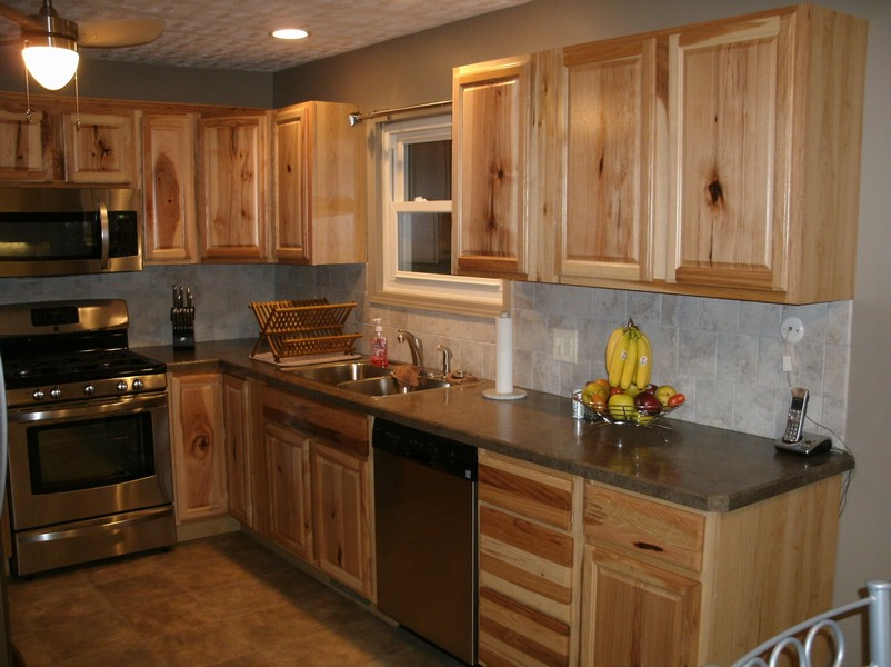 kitchens with hickory cabinets hickory wood cabinets kitchens 22283