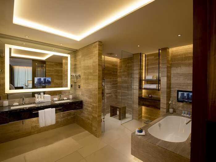 Luxury hotel bathroom ideas for Modern chic bathroom designs