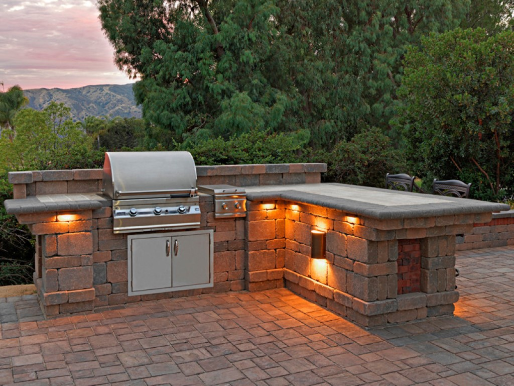Masonry outdoor bbq island cabinets for Outdoor grill cabinet design
