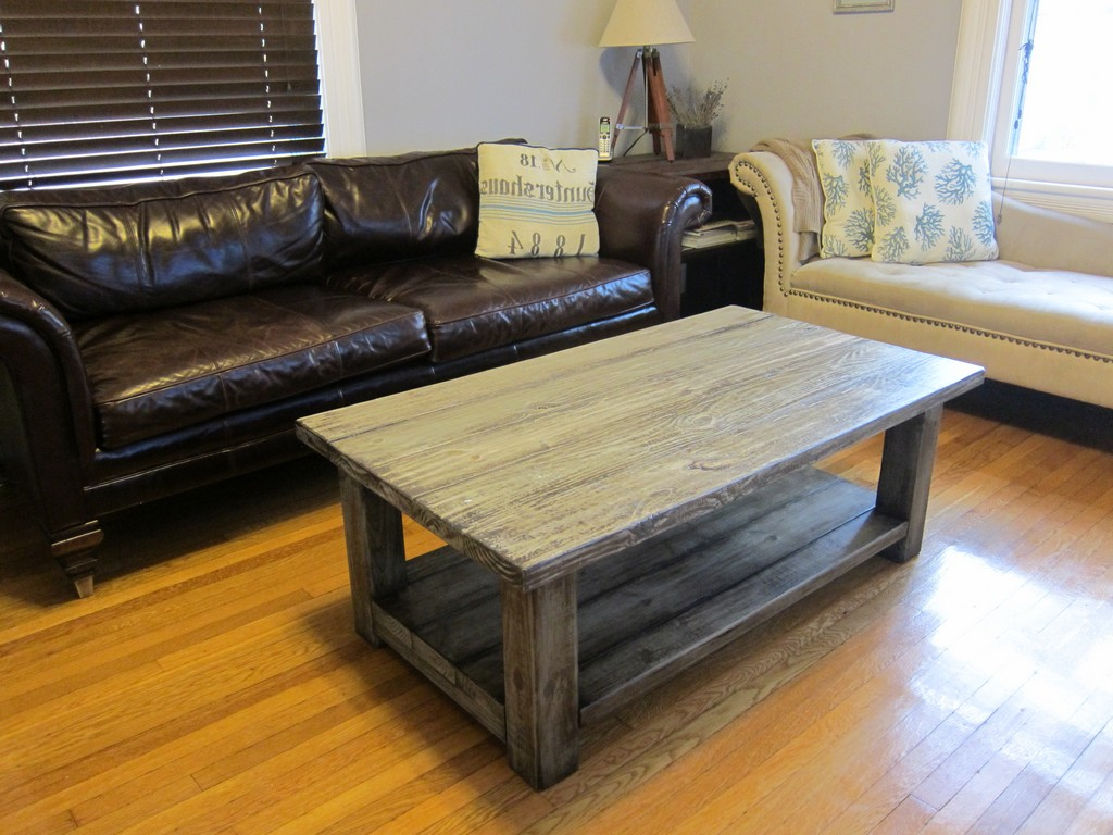 25 diy rustic coffee tables for minimalist living room for Table designs for living room